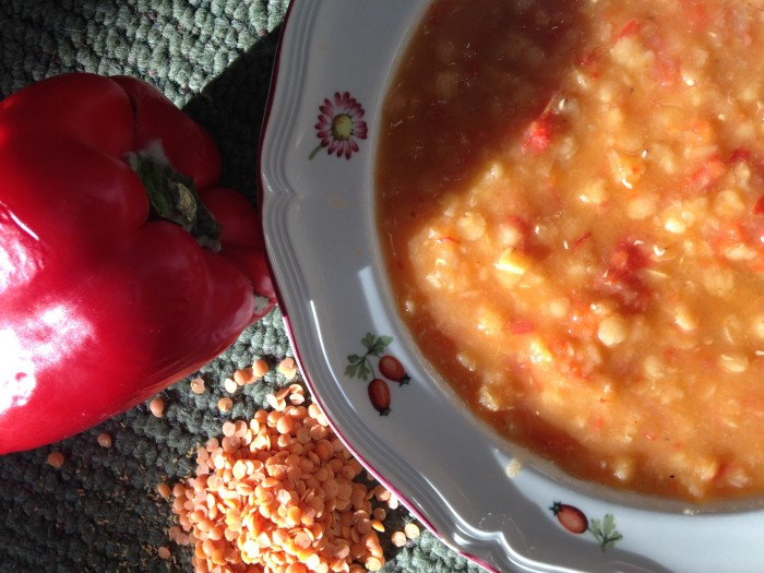 Red lentil soup with red bell peppers