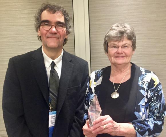 Mary Lou Souter receives Ontario Library Association award
