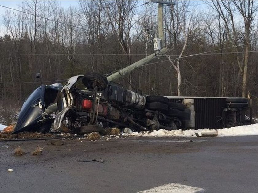 Fatal crash closes Hwy 7 near Carleton Place